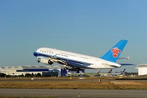 Airbus delivers China Southern Airlines' 1st A380