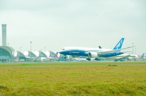 Boeing 787 Dreamliner Debuts in Bangkok for Dream Tour