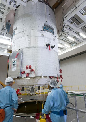 Europe's ATV is integrated on Ariane 5