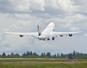 Boeing, Lufthansa Celebrate Flyaway of First Airline 747-8 Intercontinental