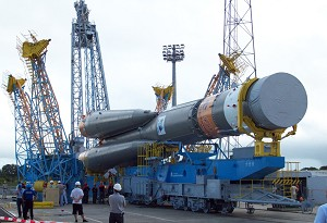 4th Soyuz rolls out for the launch pad integration of its Pleiades 1B passenger in French Guiana