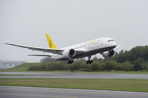 Boeing Delivers 1st 787 Dreamliner to Royal Brunei Airlines