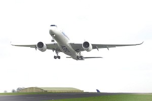 A350 XWB makes 1st touchdown in UK
