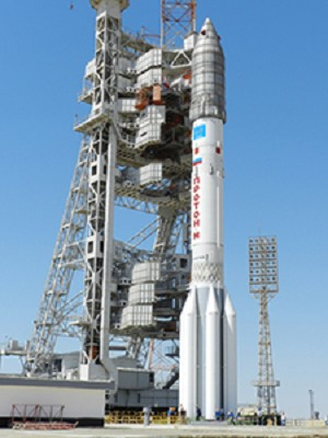 Proton M/Express AM4R Rolled out to Launch Pad