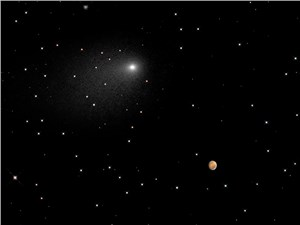 Close Encounters: Comet Siding Spring Seen Next to Mars