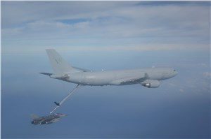 1st air-to-air refuelling with KC-30A and Singaporean F-16D+
