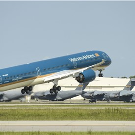 Vietnam Airlines Flies Its 1st Boeing 787-10 Dreamliner